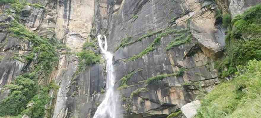 Jogini Waterfall in Manali