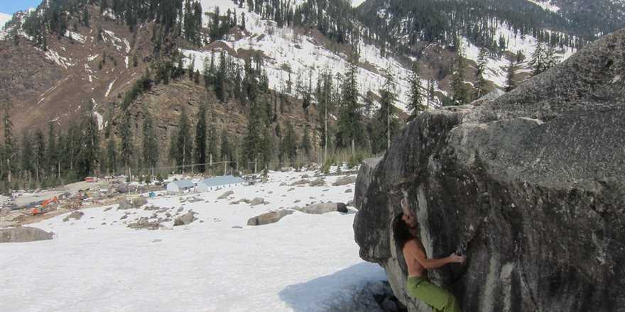 Manali tour package from Khargone